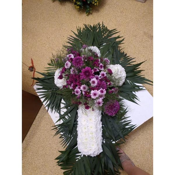 Венок крест из живых цветов ВЖКр-14