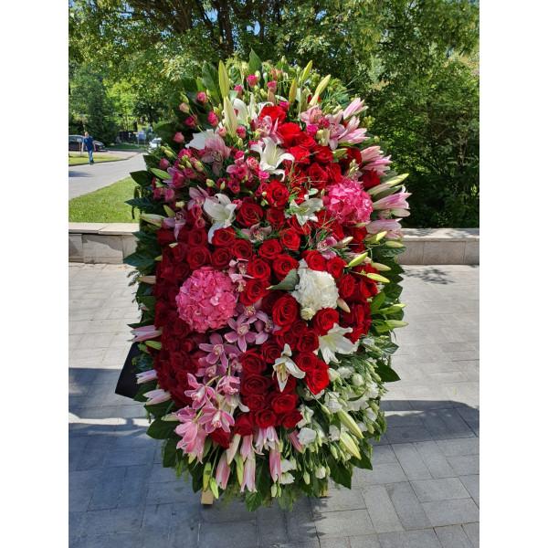 Венок из живых цветов ВЖ-136