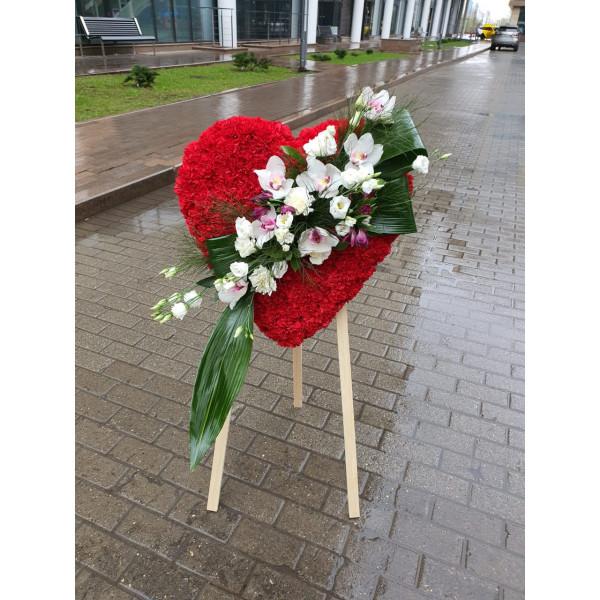Сердце из живых цветов СЕРДЦЕ-29