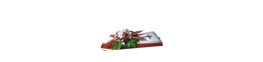 Траурные композиции из живых цветов на гроб