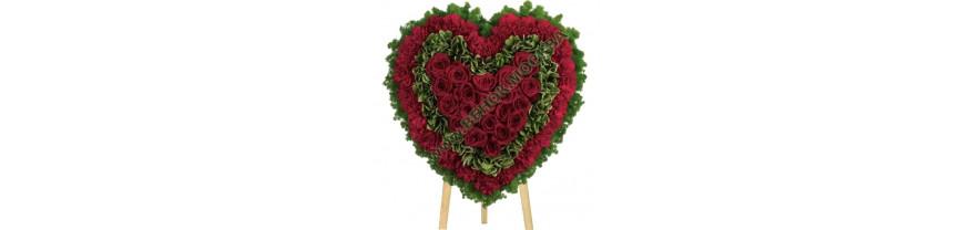 Ритуальный венок сердце из живых цветов