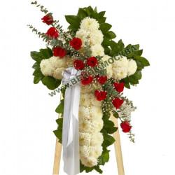 Кресты из живых цветов